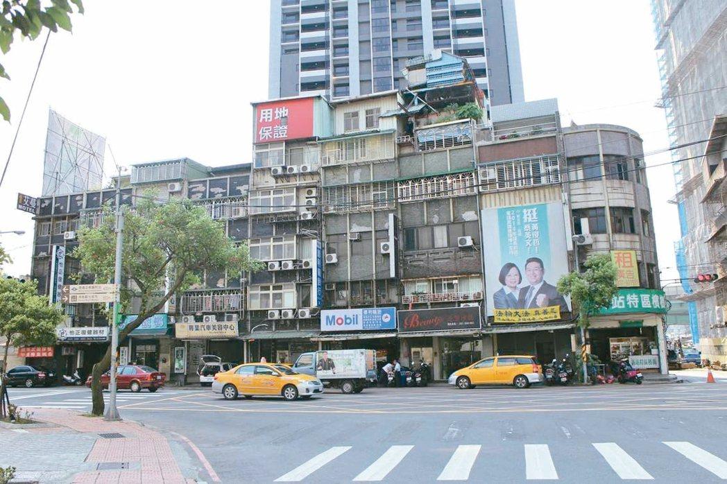 板橋新雅段簡易都更案前為12棟2至5層樓公寓。 圖/新北都更處提供