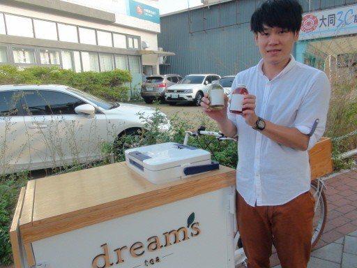 江峰杰花了10萬元創業,先以5萬元購入三輪車,經巧手改裝,打造一輛行動式的「夢想...