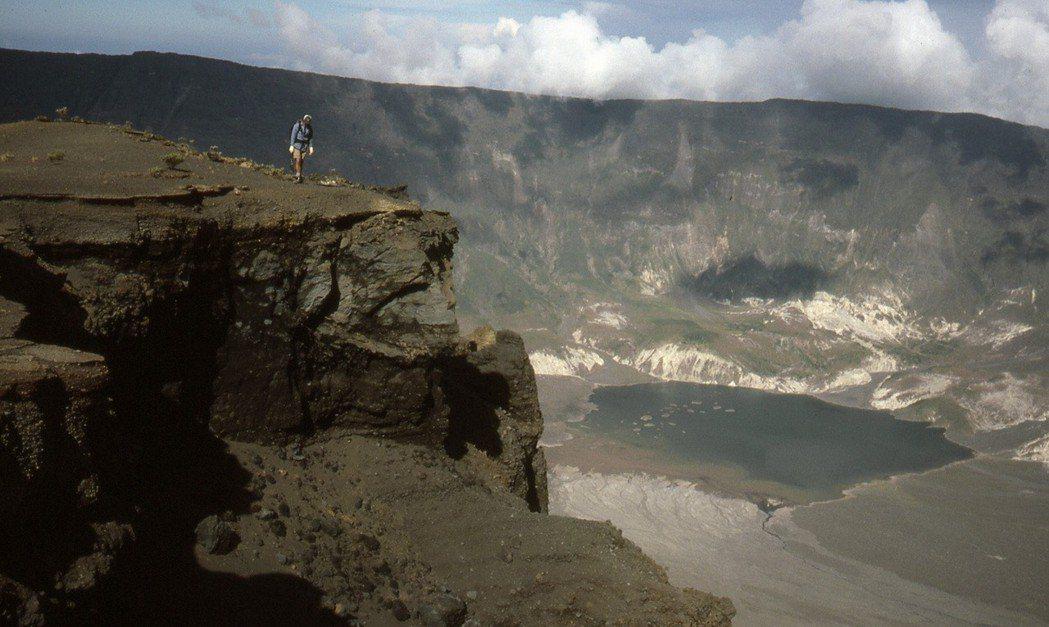 1815年印尼塔姆波拉火山爆發,形成新的火山口。 美聯社