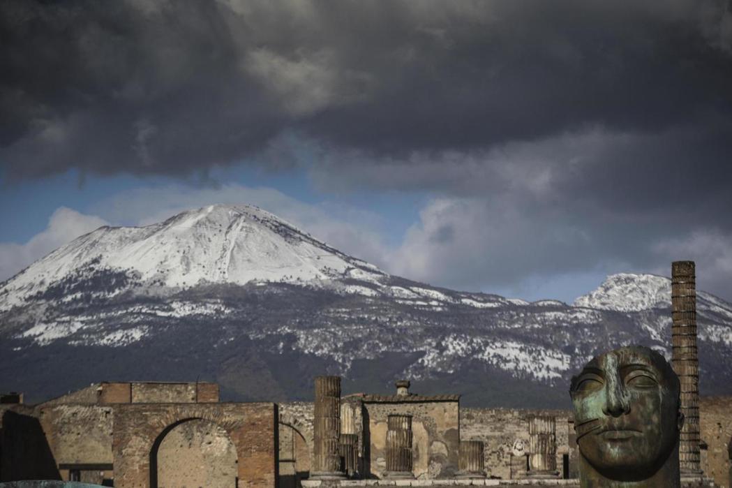 維蘇威火山與龐貝古城。 美聯社
