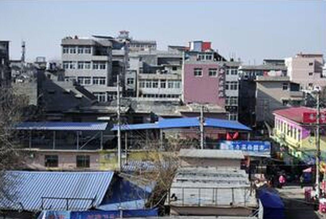 兩千人村子蝸居三萬租客,濟南城中村違建或將被禁租。 圖擷自大眾網