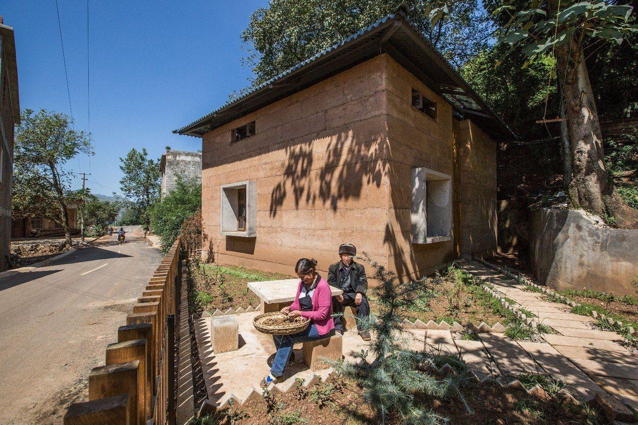 香港中文大學學者為雲南一對老夫婦設計的抗震夯士農宅住屋,早前奪得有建築界奧斯卡獎...