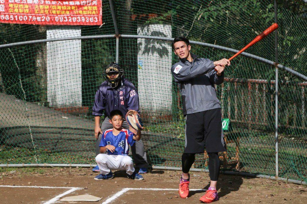 圖四、「中華三菱GRAND LANCER 陽岱鋼一日棒球營」由中華汽車業務部經理...