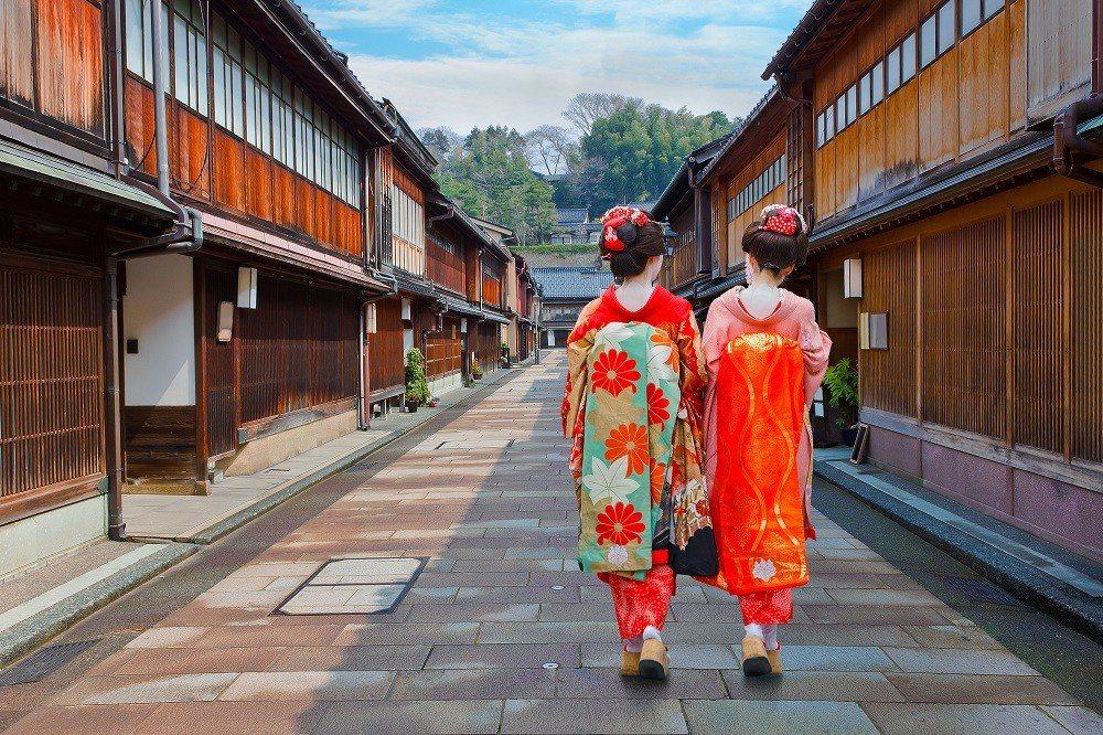 金澤東茶屋區散發古色古香的氣息。 圖/shutterstock.com