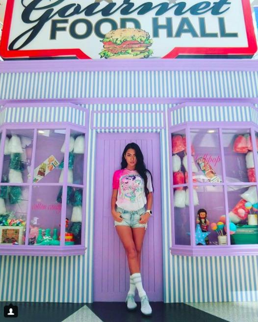 王麗雅分享螢光色系、米色、白色系最能代表自己。圖/摘自王麗雅Instagram