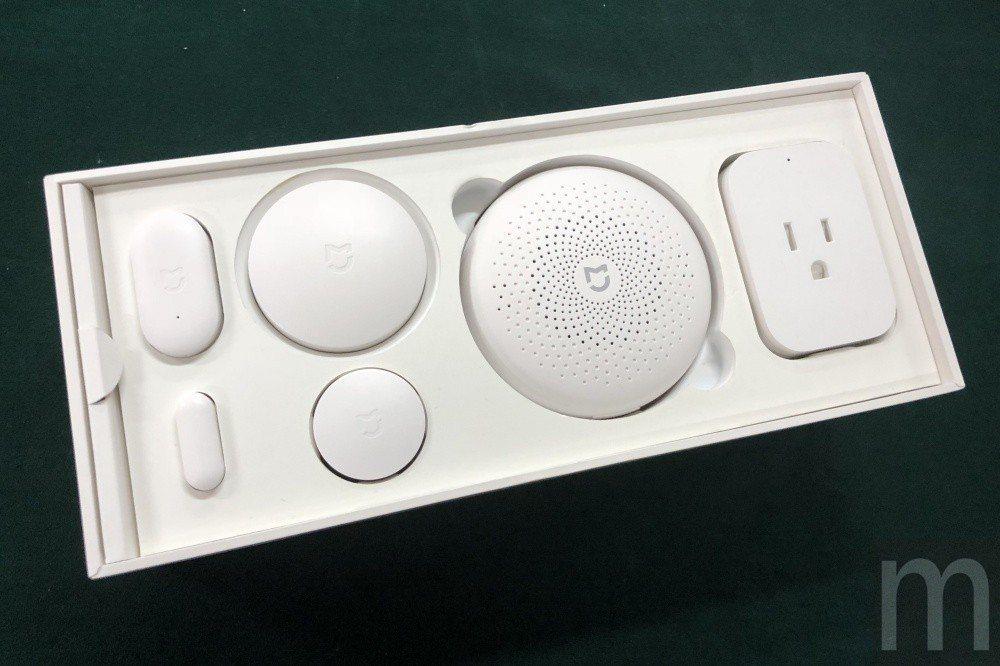 台灣接下來預計先引進版本為單一配件零售版本,暫時還不會引進包含智慧插座 (最左)...