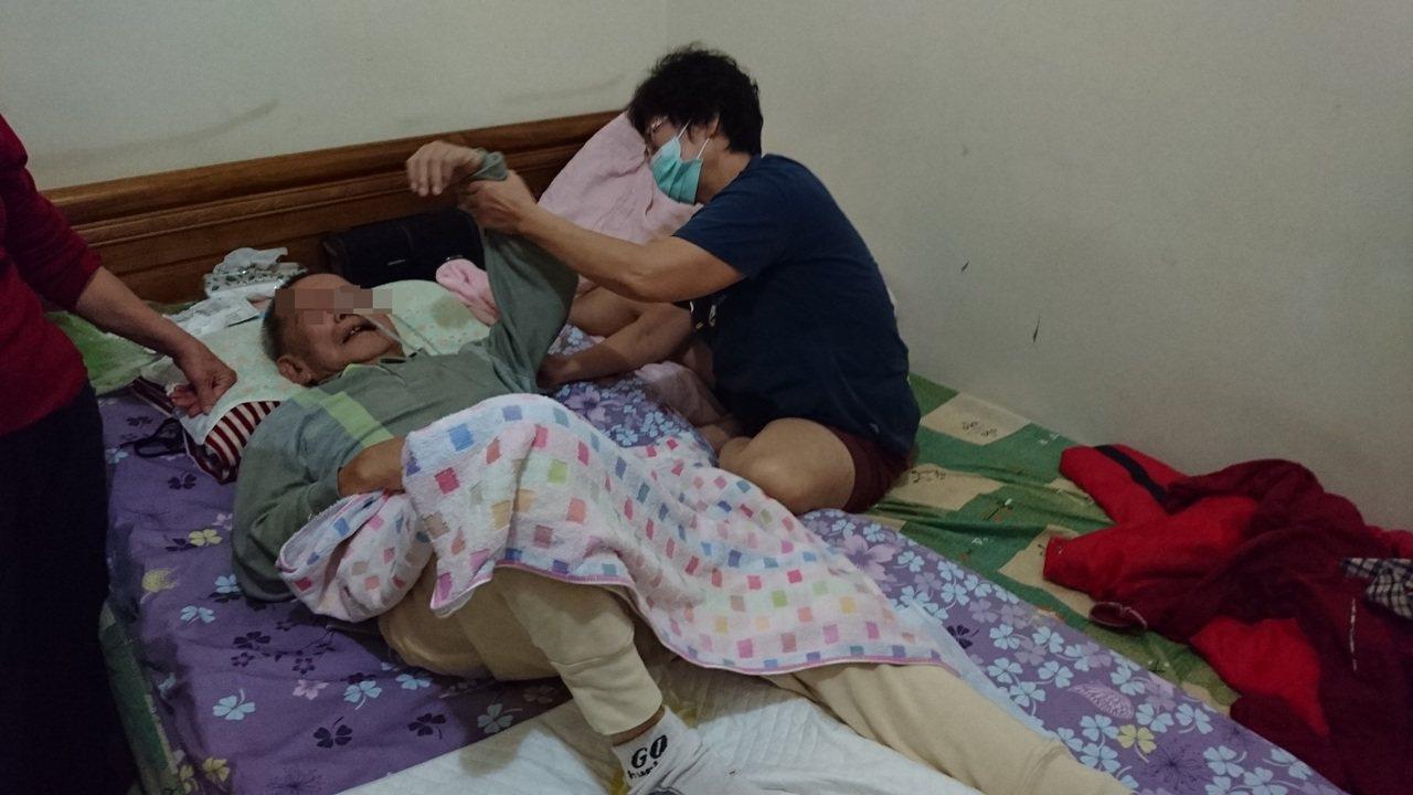 嘉義市71歲婦人陳秋蘭投入居家服務多年,她認為,具備熱情和同理心才能持續下去。圖...