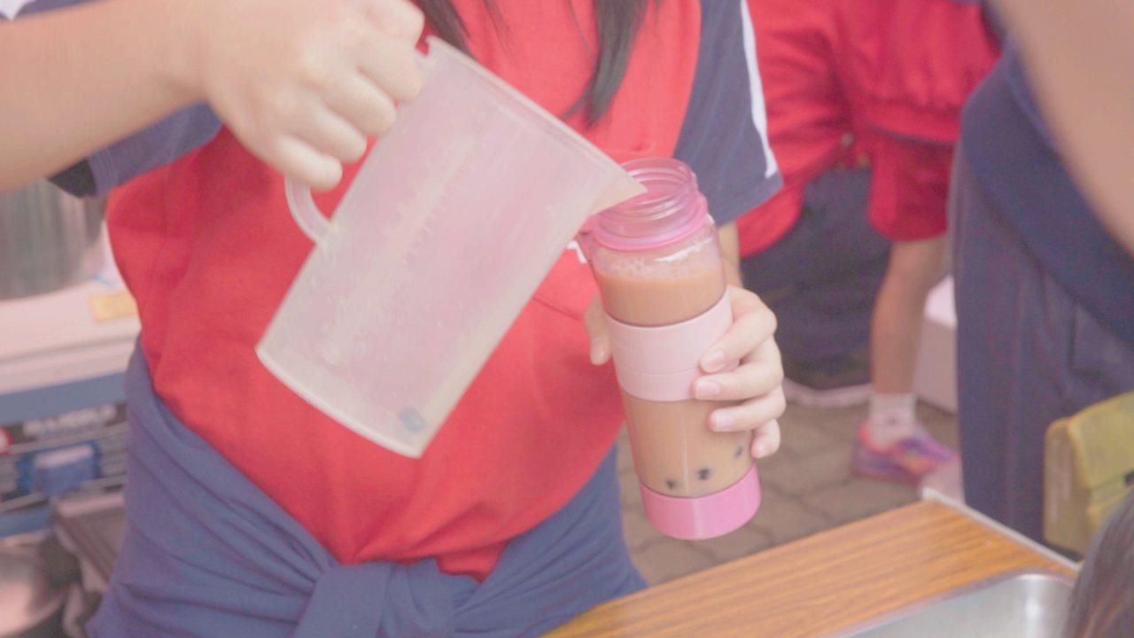 綠色和平推出「無塑校園:園遊會計畫」,鼓勵學校舉辦「不使用一次性(用完就丟)塑膠...