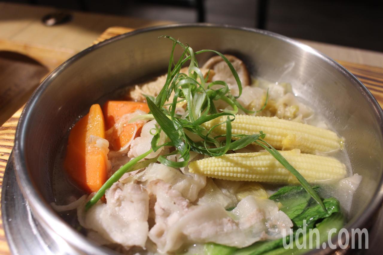 天然發酵東北酸菜白肉麵。記者張雅婷/攝影