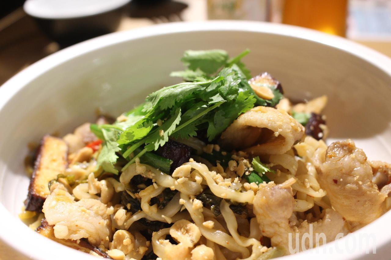 微辣的雲貴炒麵是鄭釗學的最愛。記者張雅婷/攝影
