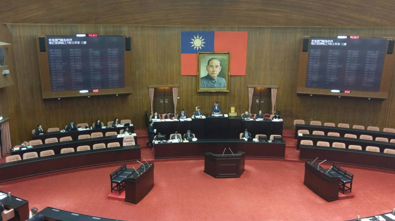 立法院今(28)日再三讀通過「香港澳門關係條例」增訂條文。圖/記者陳慶徽攝。