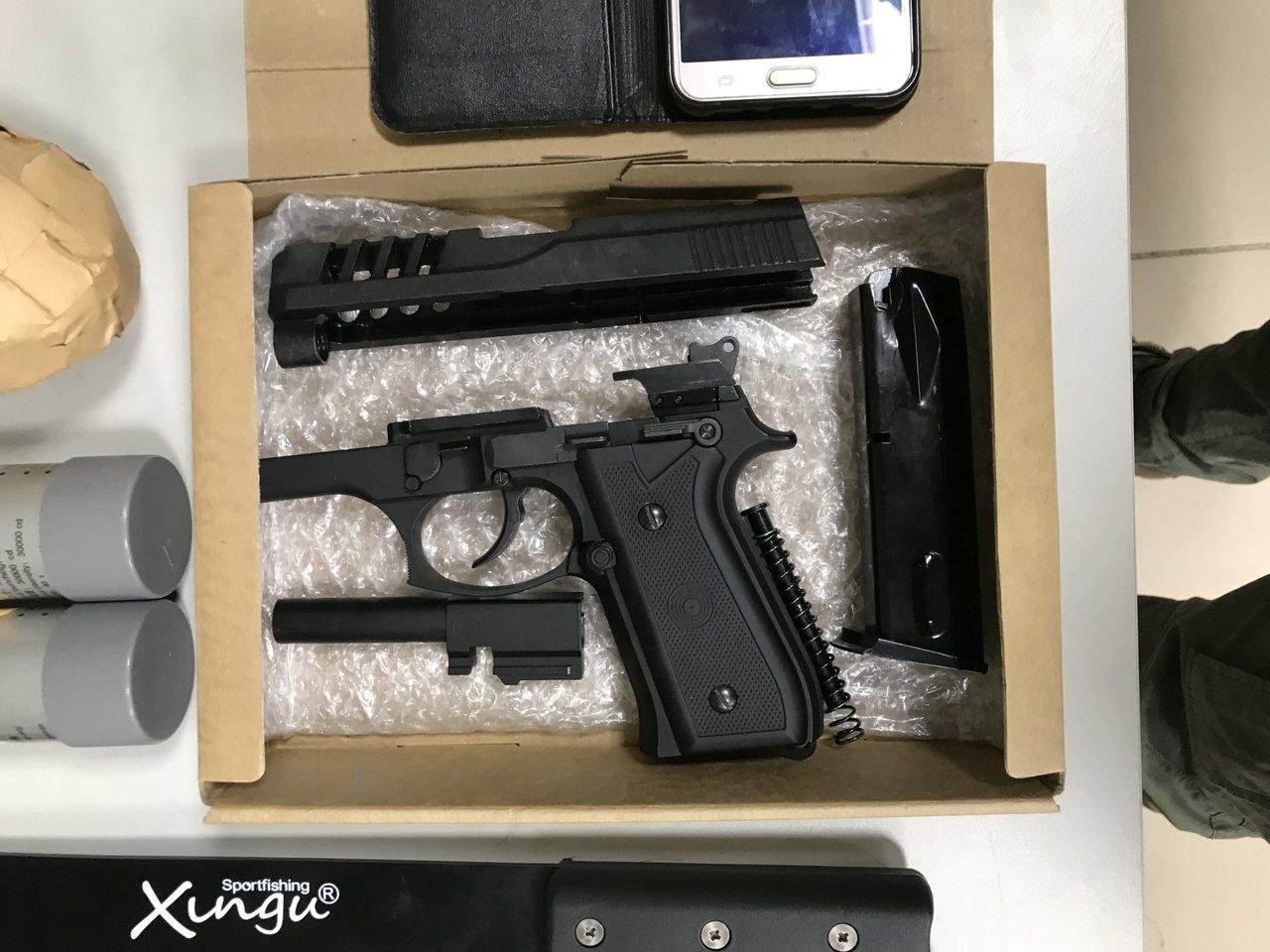 只有國中學歷的莊姓男子,從網路學會改造槍枝及子彈販售,被彰化警分局查獲。照片/彰...