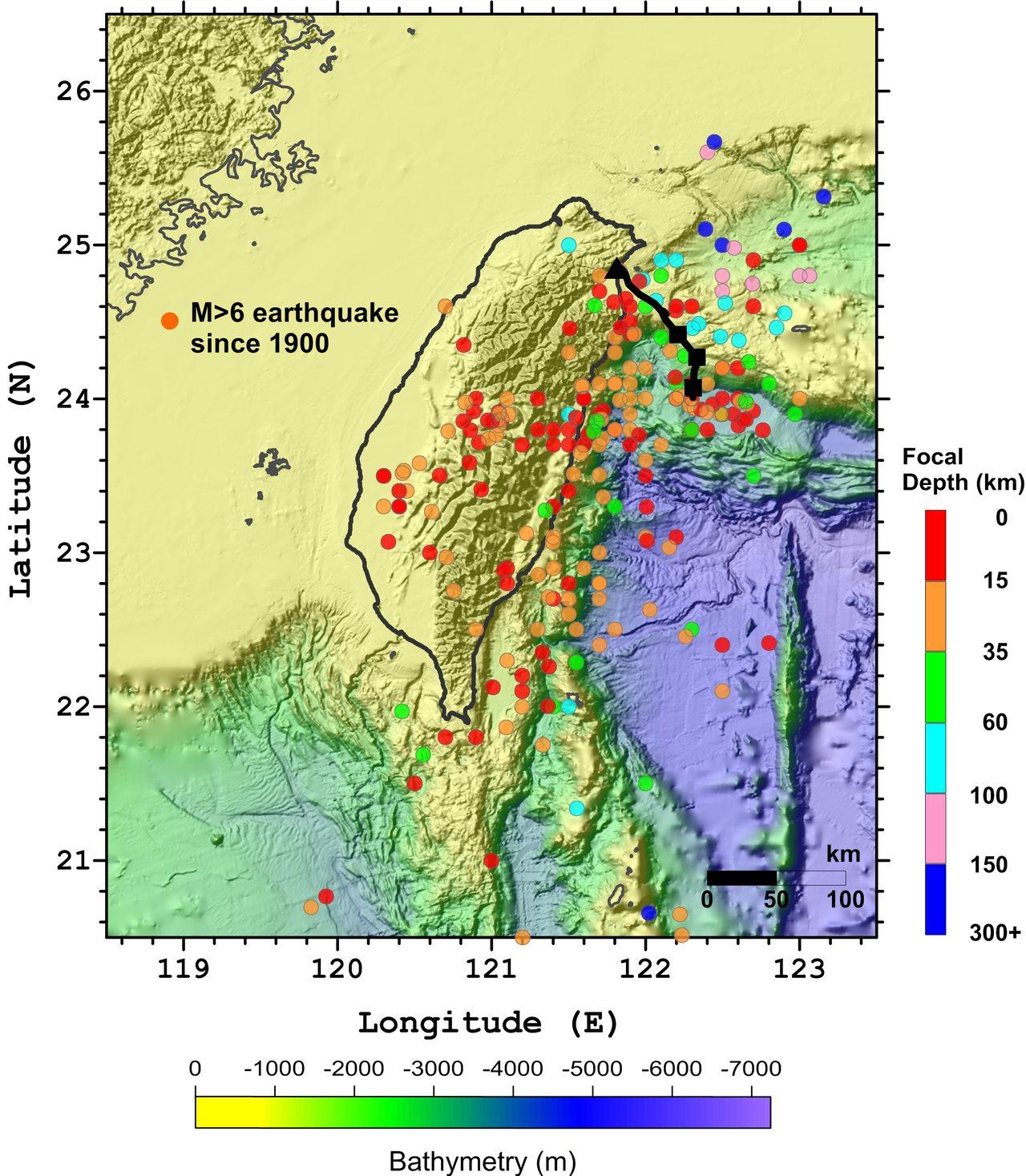 氣象局115公里地震海纜系統路線圖,黑色三角形表示頭城陸上站、黑色矩形為即時地震...