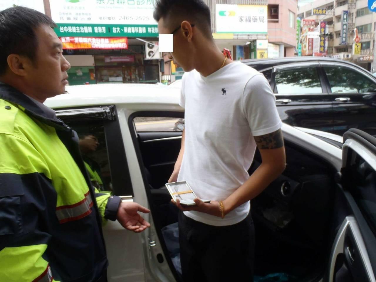 台中市余姓禮儀師日前吸毒後昏睡在車內,警方前往盤查,查獲一小包k他命。記者陳宏睿...