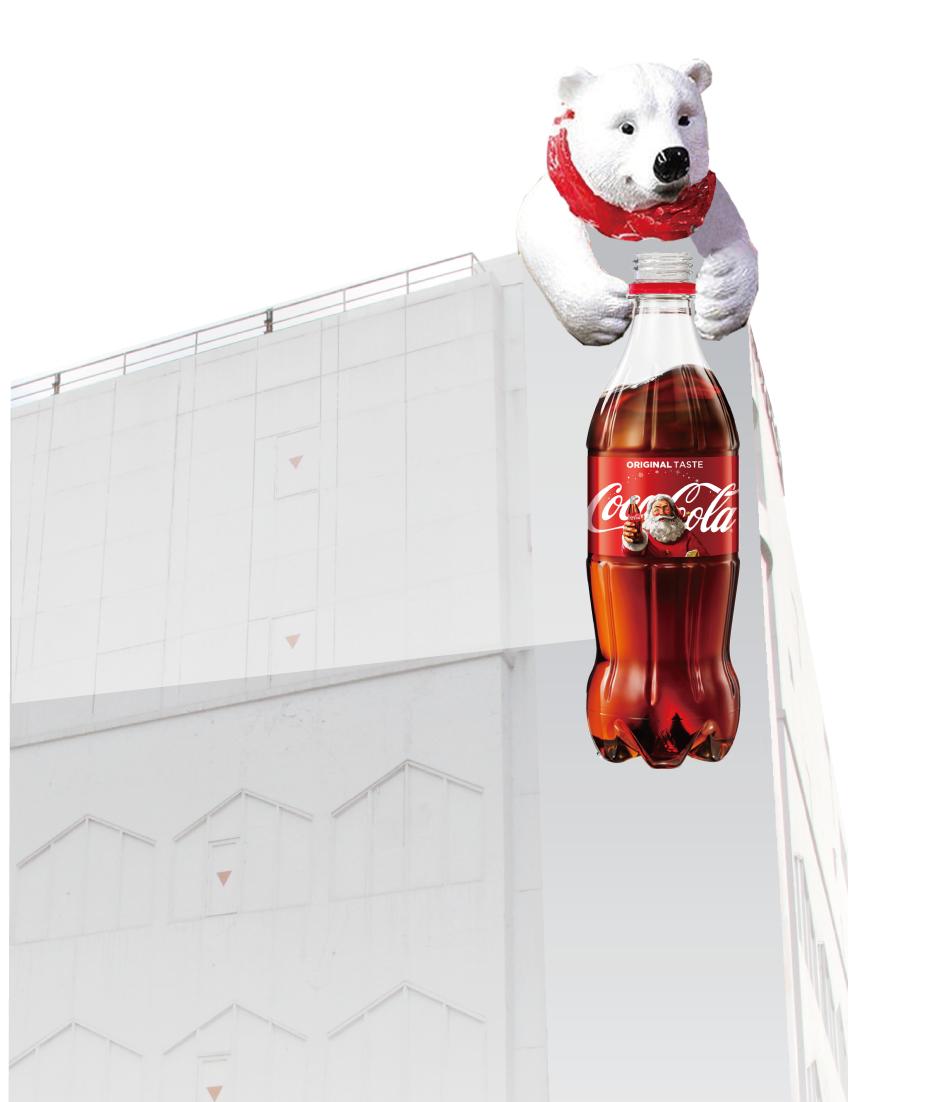 可口可樂的北極熊將爬上新光三越南西店二館。圖/新光三越提供