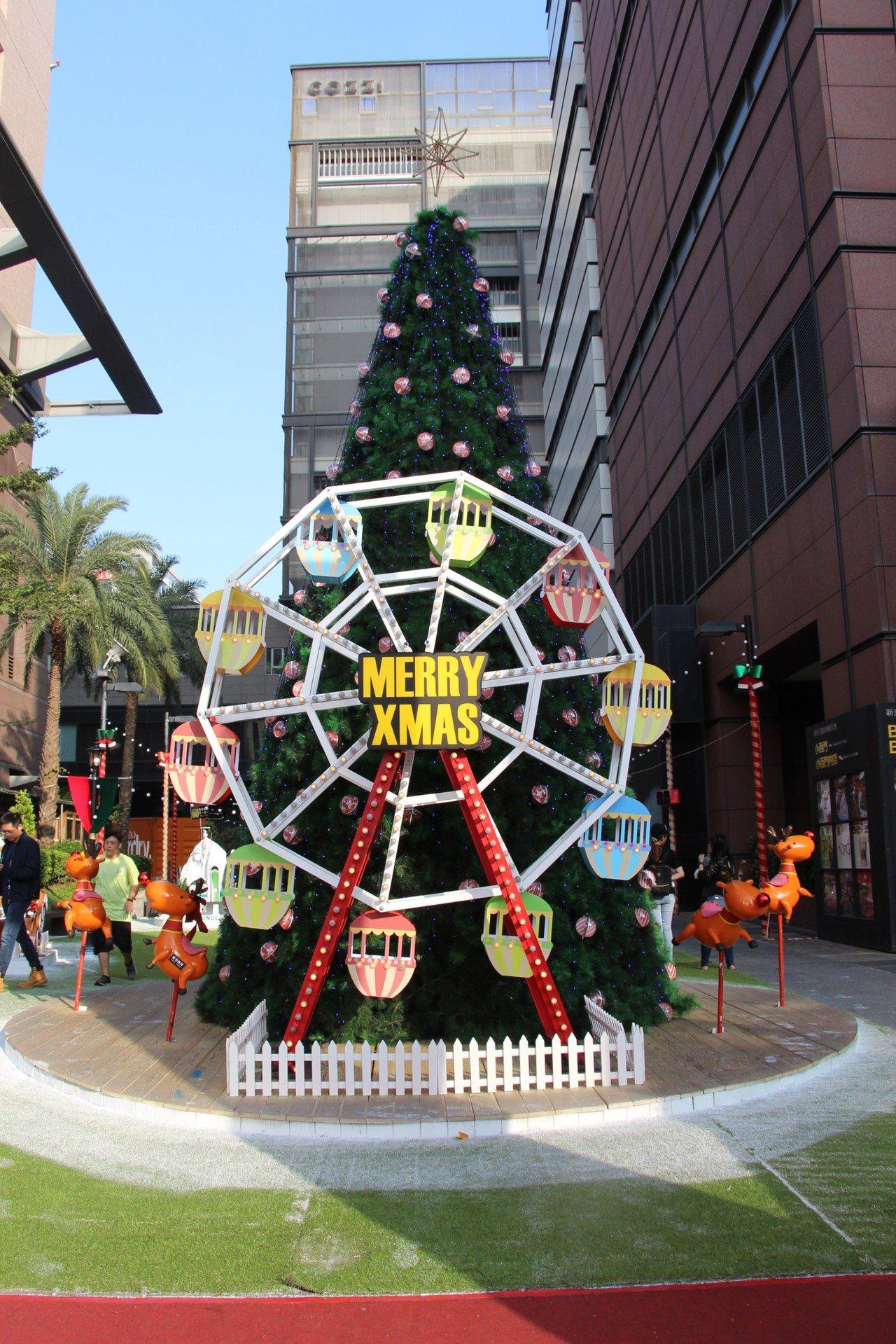 新光三越台南新天地夢想耶誕村「轉動幸福耶誕樹」。圖/新光三越提供