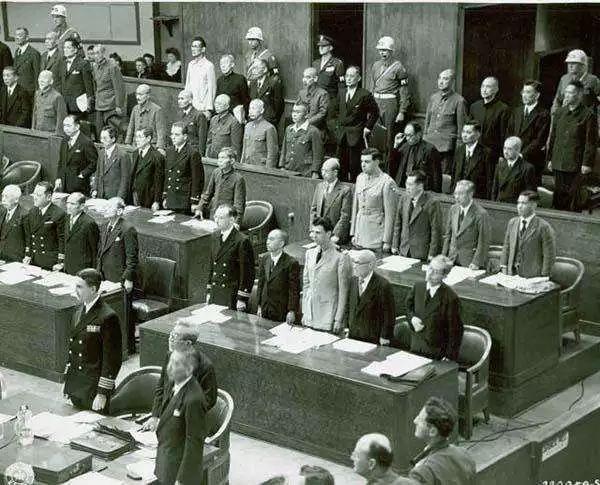 1946年至1948年間在日本東京進行的二戰中日本戰爭罪行的審判,史稱東京審判,...