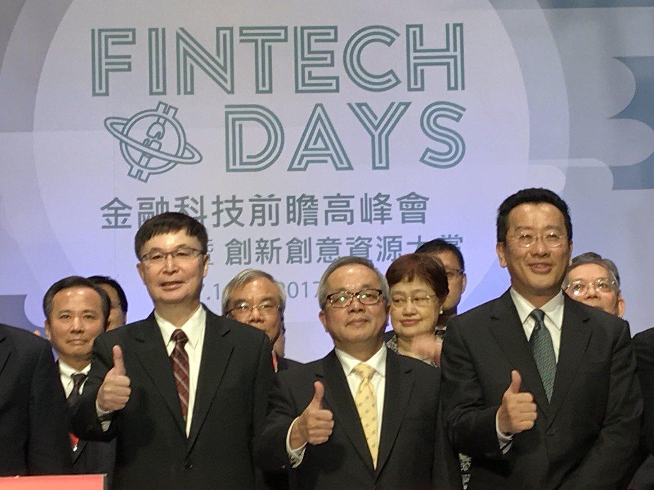 行政院副院長施俊吉(前排右二)。記者陳怡慈/攝影