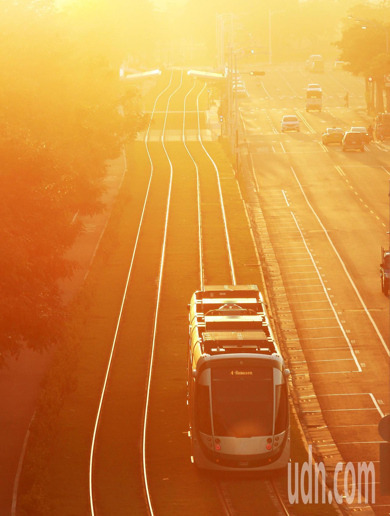因應每年冬天空氣品質不良,鼓勵民眾多搭乘大眾運輸,減少私人交通工具汽機車排放汙染...