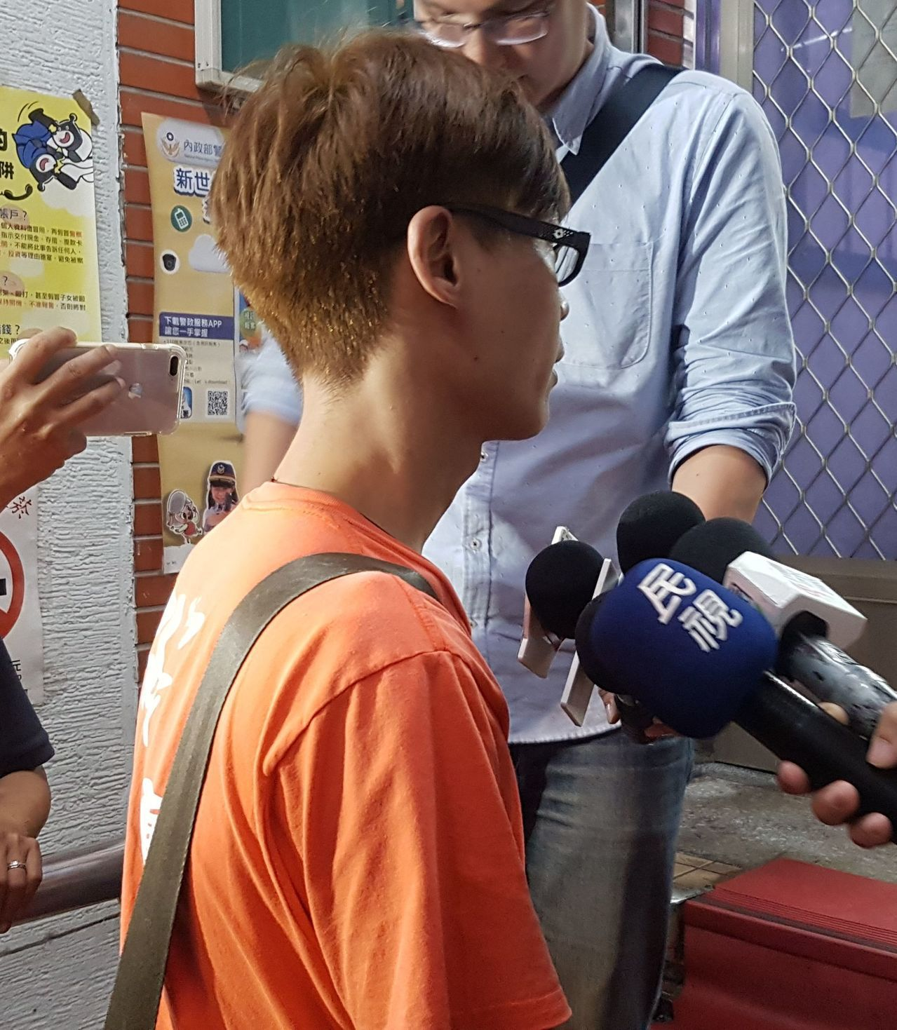 1對母女混進在台北彭園會館舉辦的婚宴「白吃白喝」,警方聯繫新郎王姓男子製作筆錄,...