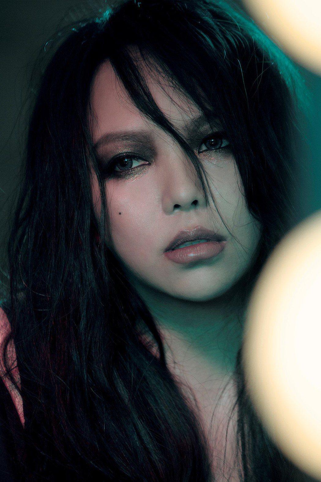 張惠妹新專輯「偷故事的人」評價不俗。圖/EMI提供