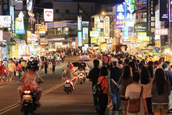 依屏東縣政府統計,自民國98年以來,屏東縣觀光旅館的平均住用率最低是98年的68...