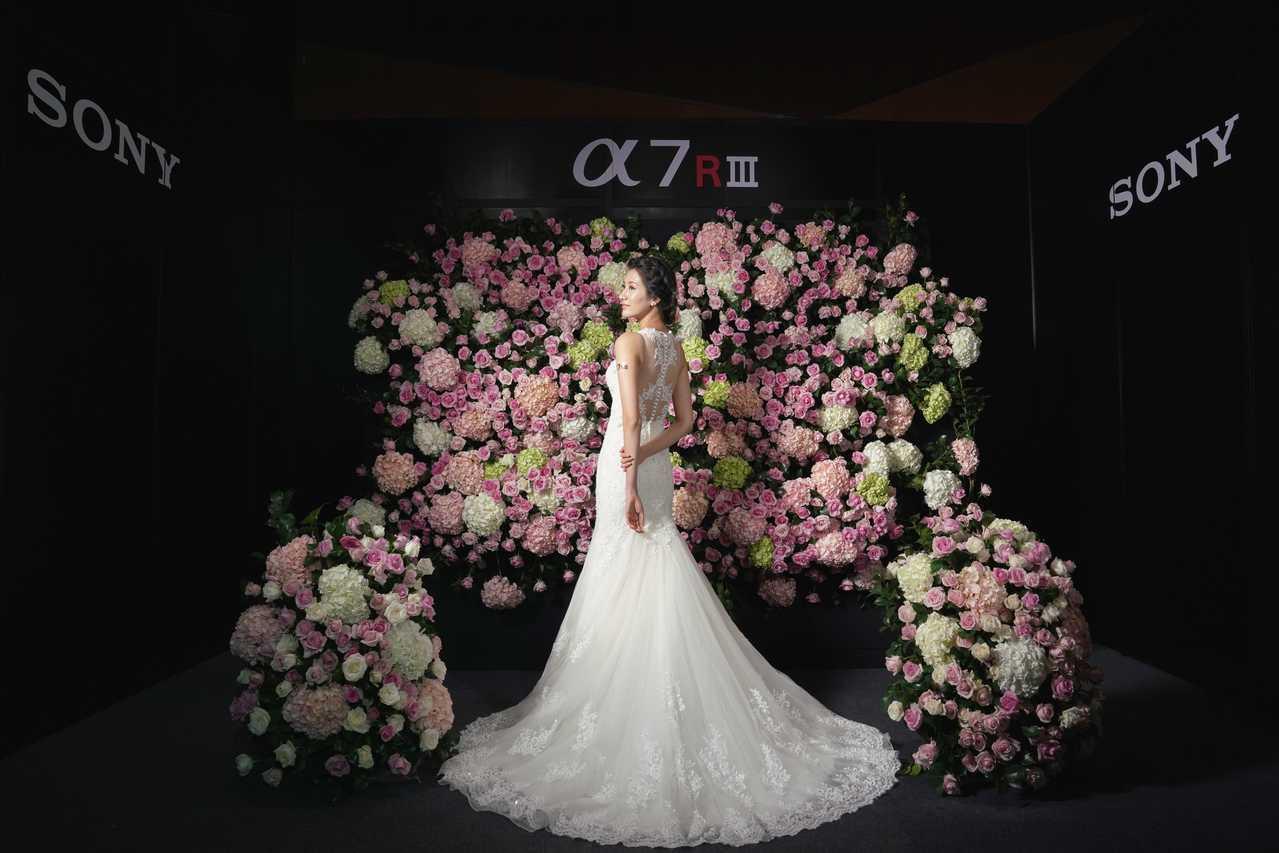 Sony全片幅無反光鏡數位相機α7Rlll 採用革命性影像處理效能,是婚紗攝影的...