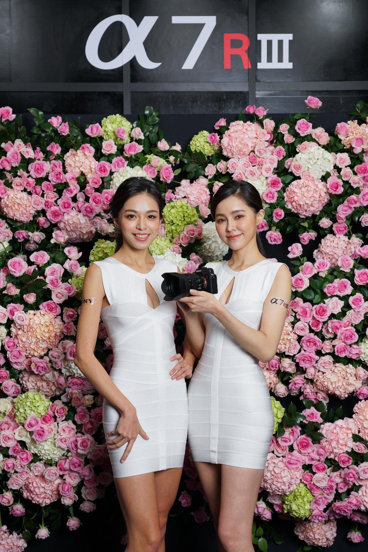 Sony α7R III相機配備4,240萬像素背照式Exmor R CMOS感...
