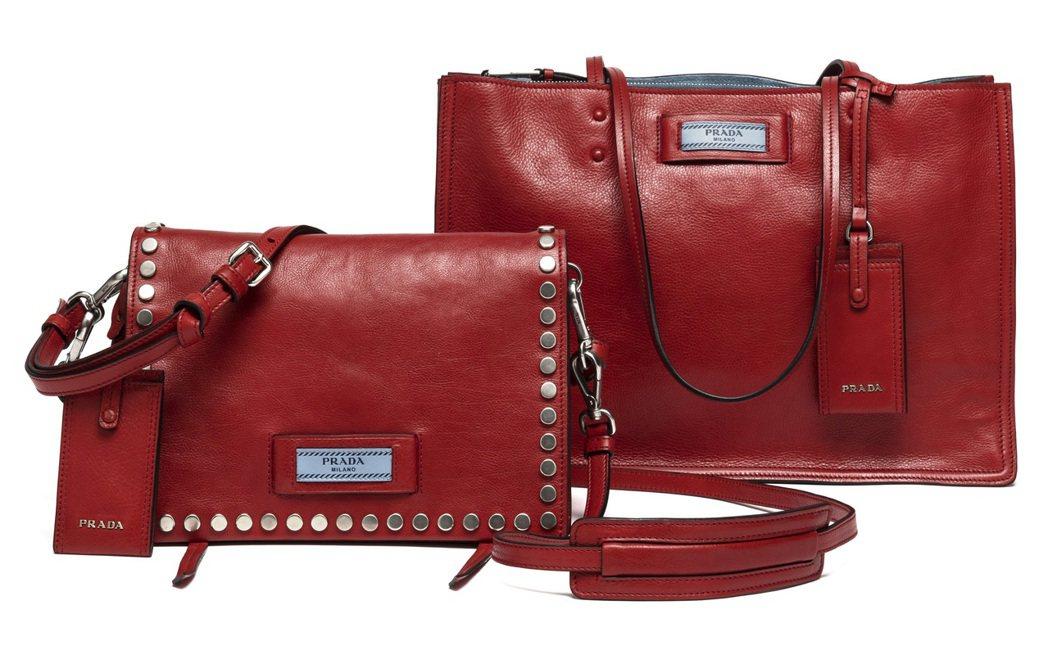 PRADA Etiquette系列包款(左起)鉚釘裝飾肩背包74,500、托特包...