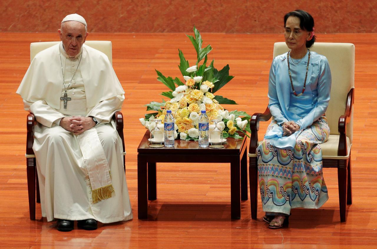 教宗在跟翁山蘇姬見面後發表重要演說,但避免提及洛興雅一詞。路透