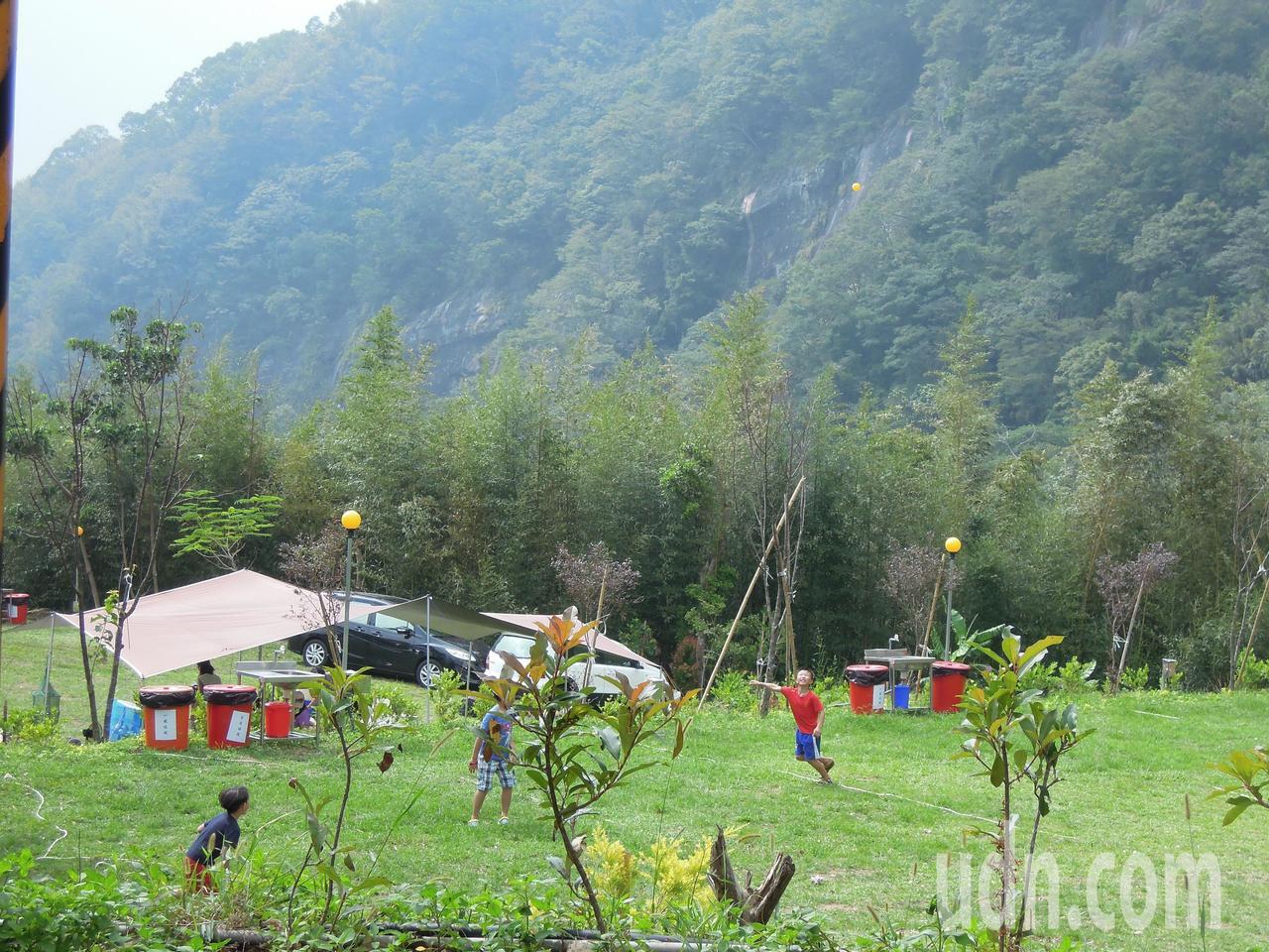 苗栗縣的露營地業者逾200家,縣府今天通過「苗栗縣露營區管理要點」。記者胡蓬生/...