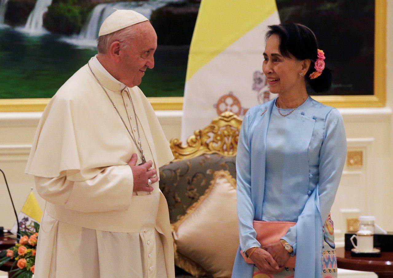 教宗方濟各28日會見緬甸國務資政翁山蘇姬後發表演說,並未提到「洛興雅」一詞。路透