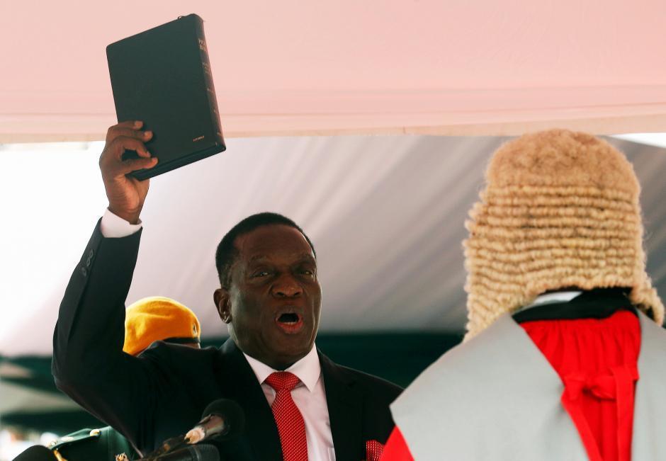姆南加瓦在24日宣誓就任辛巴威總統。路透