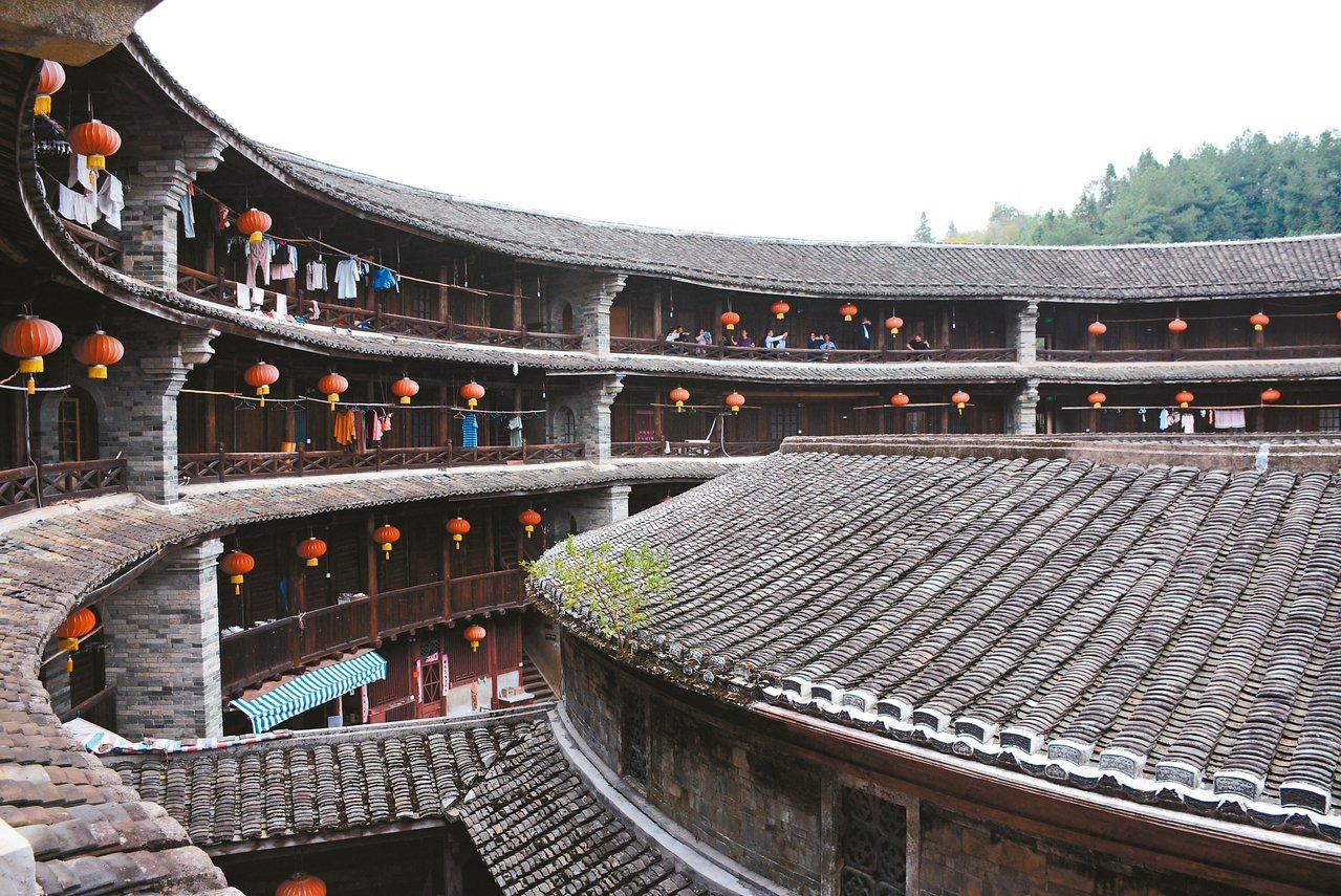 振成樓以八卦區分八個單位,內外環以廊屋相連。