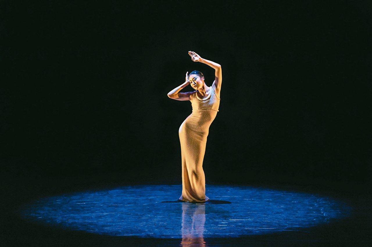 舞者簡珮如再創的失傳舞碼「狂喜再現」。 圖/聯合數位文創提供