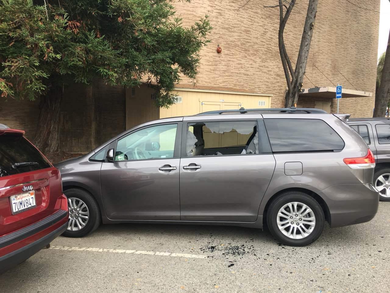在25日位於舊金山藝術宮有車子車窗被砸。(讀者提供)
