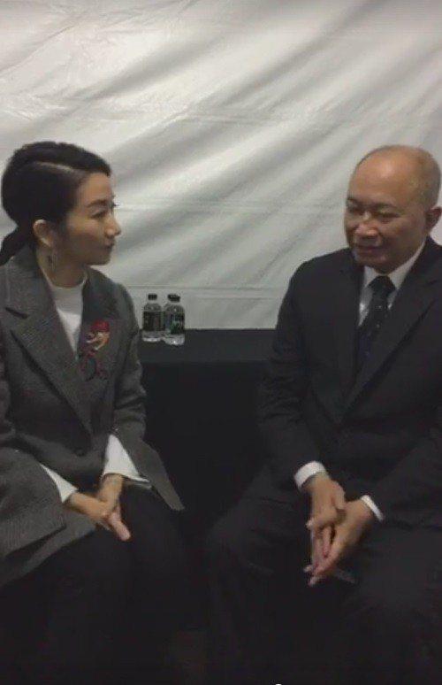 陶子在後台直播訪問吳宇森導演。 圖/擷自陶子臉書