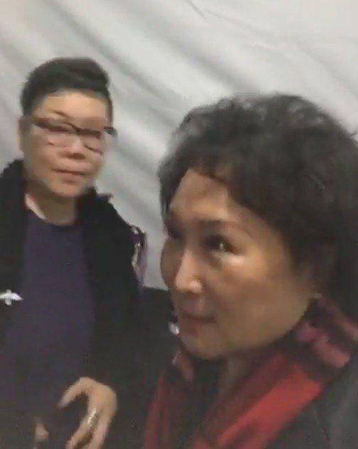 吳宇森導演的夫人牛春龍(右)。 圖/擷自陶子臉書