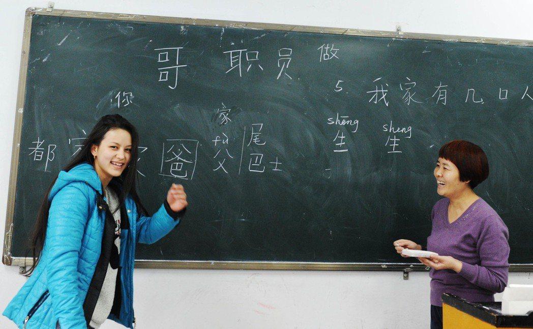 一帶一路政策帶動了中國與東亞在經貿以外的文化交流。為配合中國國僑辦打造「前朝遺民...