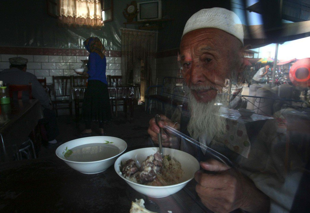 清末因回亂而逃至並流散於中亞的東干人,對現在的中國而言,猶如「人肉時光膠囊」,充...