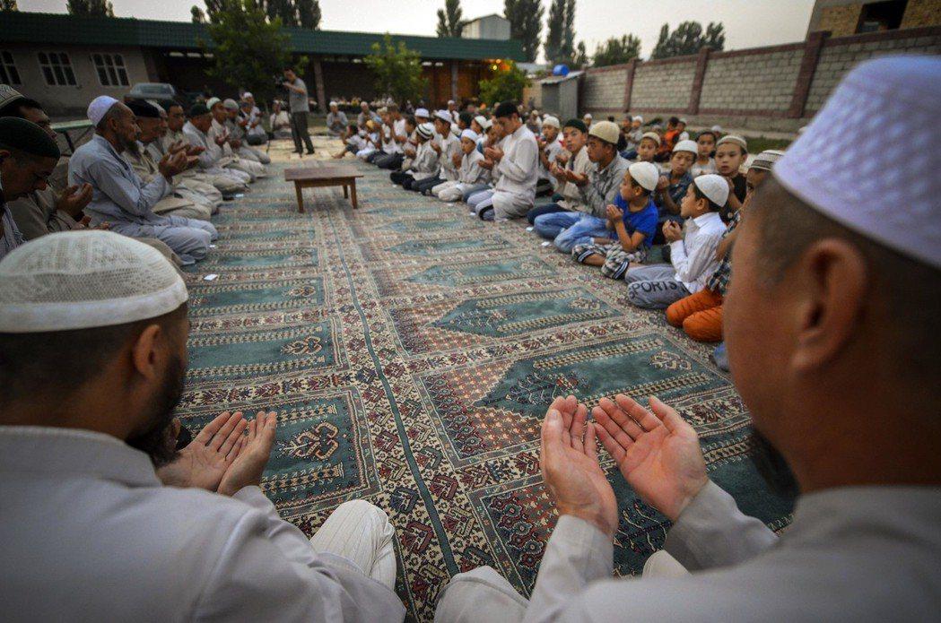 「那裡沒有穆斯林,何必去呢?」圖為哈薩克新渠鄉的東干人。 圖/中新社