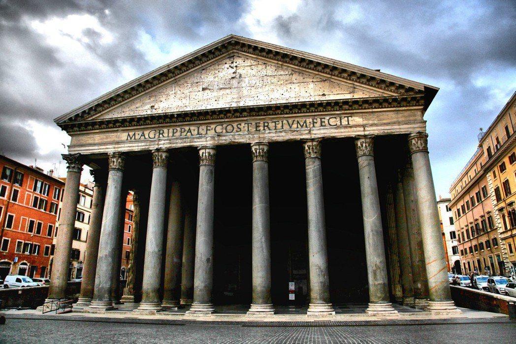 羅馬城內舉世聞名的古蹟萬神殿,每年約有七百萬人次的參訪人潮。免費參觀的萬神殿,應...