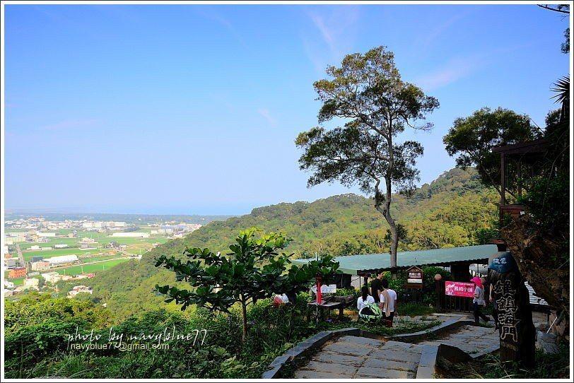 ↑鳳崎步道上最佳休憩點是鳳崎小舖,假日才有營業,供應茶飲及輕食。