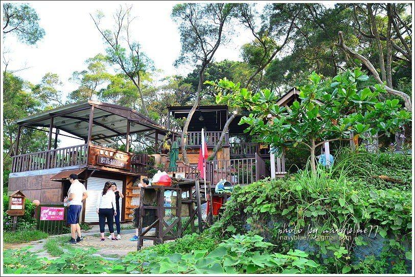 ↑健走後在鳳崎小舖的觀景台裡喝杯飲料,欣賞美景,很是享受。