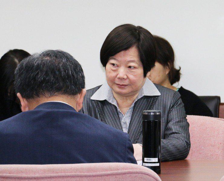 勞動部長林美珠說明各部會把關機制,如衛福部的醫院評鑑、經濟部的租稅減免等。(ph...