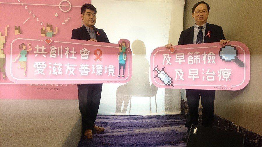 露德協會秘書長徐森杰(左)、愛滋病患安妮(中)與台灣愛滋病學會理事長林錫勳(右)...