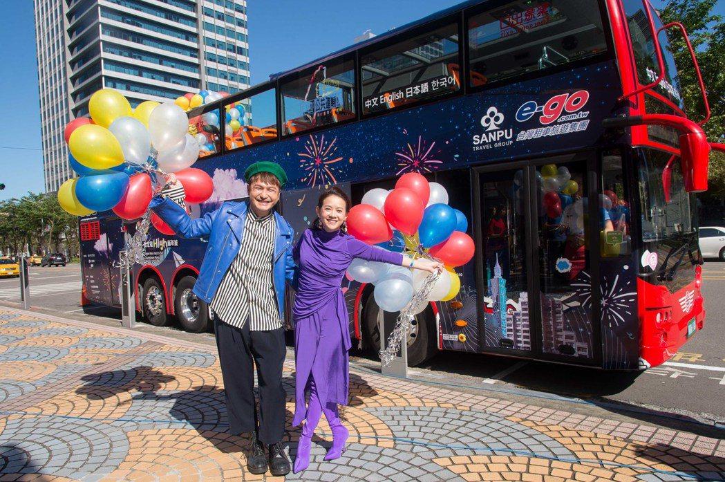 KID和阿寶順勢宣傳台北市觀光巴士。圖/三立電視提供