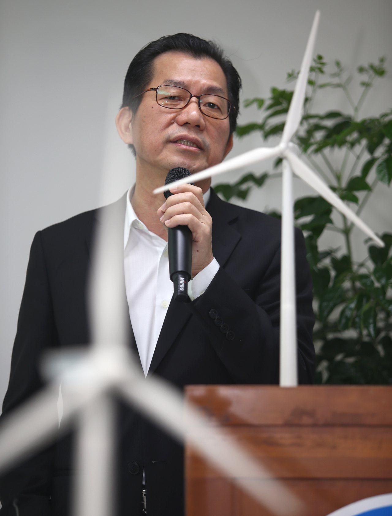 環保署長李應元上午出席「離岸風力發電通過環評(裝置容量10GW)總報告」記者會,...