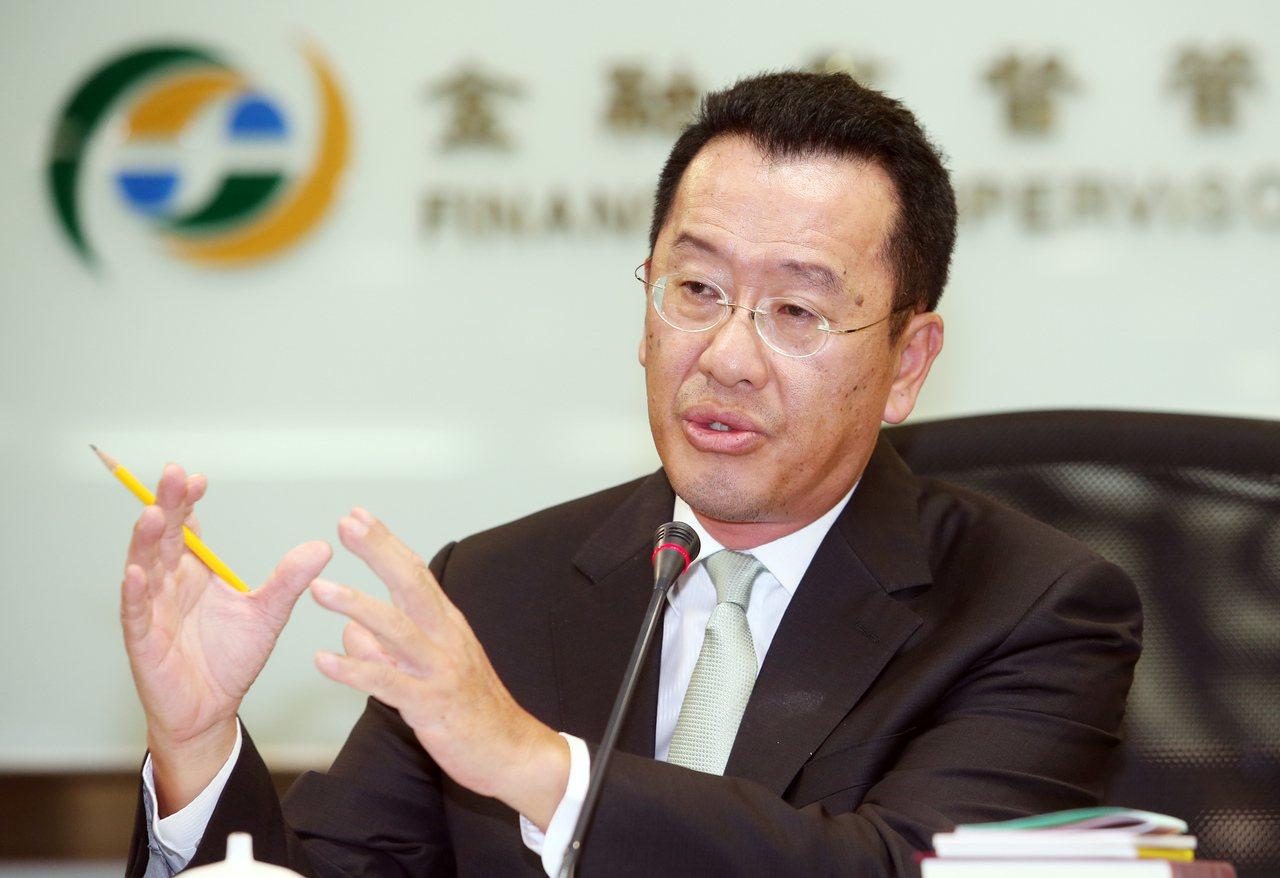 金管會主委顧立雄說,不止銀行,台灣券商家數也過多。記者杜建重/攝影