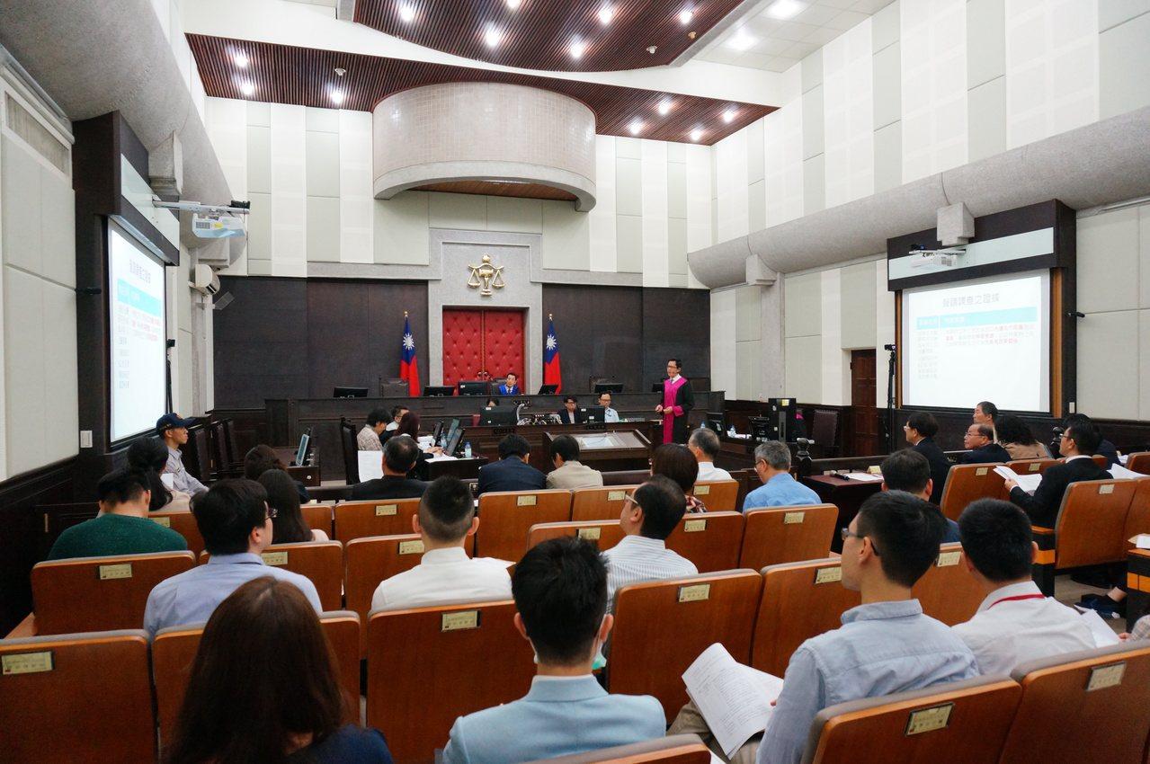雄院辦在刑事大法庭。記者林伯驊/攝影